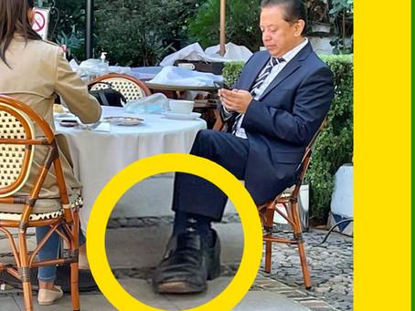¡Ejemplo de austeridad! usando los mismos zapatos de hace 3 años. 👌🏻