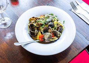 louis-hansel-restaurant-photographer-mjL6RtgCzqc-unsplash.jpg