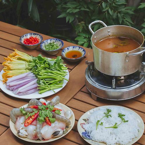Lẩu nấm hải sản chua cay / Spicy seafood and mushroom hotpot