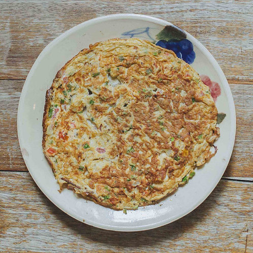 Omelette with tomato and onion