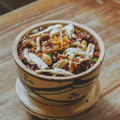 Cơm chiên gạo lức với gà và hạt điều/Fried brown rice with cashew nuts and chick