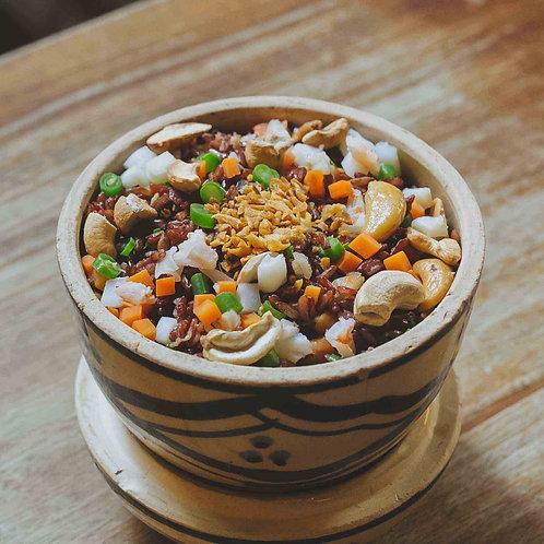 Cơm chiên gạo lức hạt điều và hải sản/Fried brown rice w. cashew nuts and seafoo