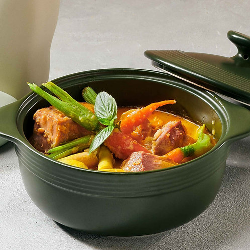 Cà ri vịt với xôi nếp cẩm dứa/Duck curry served with violet glutinous