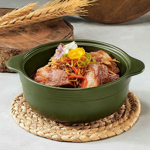 Giò heo rút xương khìa nước dừa/Slow-cooked boneless pork legs