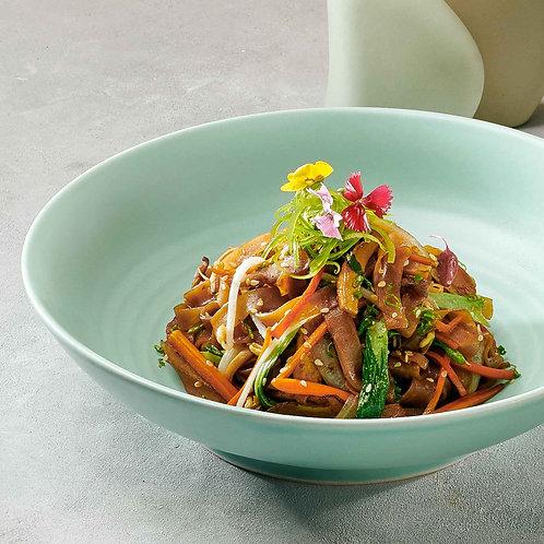 Bánh đa xào nấm/Stir-fried flat noodles with mixed mushrooms