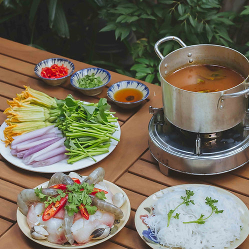 Lẩu hải sản chua cay / Seafood sweet and sour hotpot