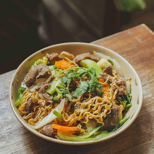 Mì xào thịt bò / Stir-fried noodles with beef