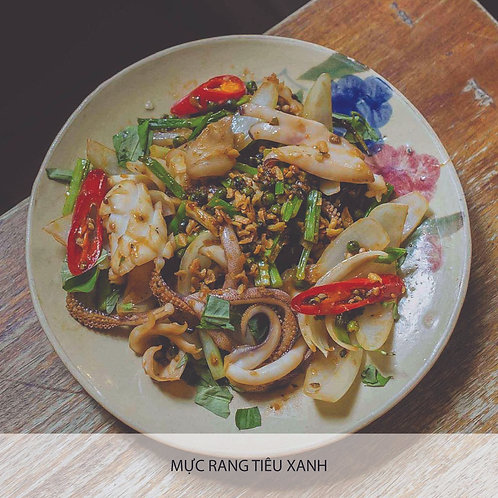 Sautéed squid with green pepper