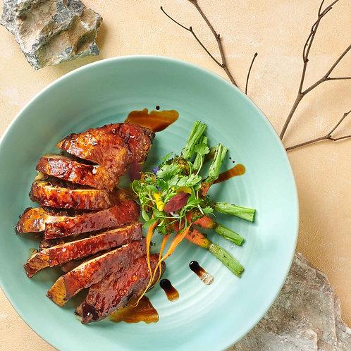 Gà quay nhồi nấm hương và hạt sen / Roasted chicken