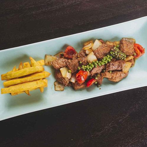Bò xào tiêu xanh và khoai lang chiên/Sautéed beef with green pepper
