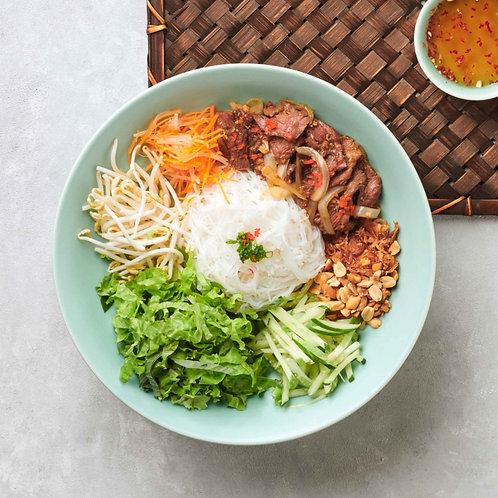 Bún thịt bò xào / Stir-fried beef with rice noodles