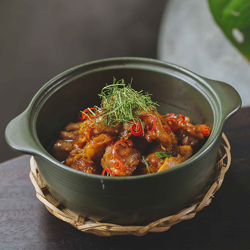 Gà kho gừng lá chanh / Braised chicken with lemon leaves