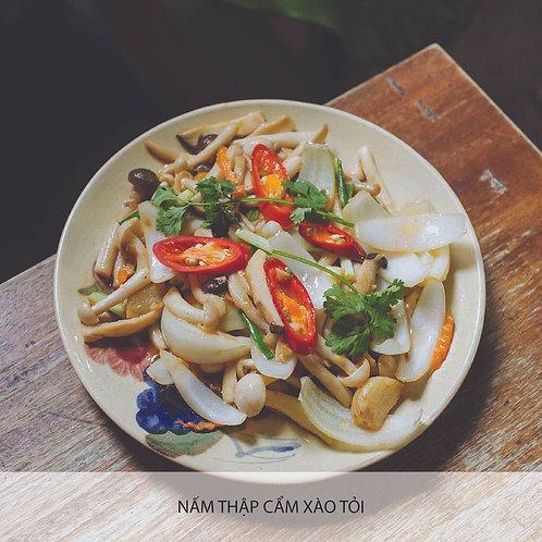 Stir-fried mixed mushroom with garlic