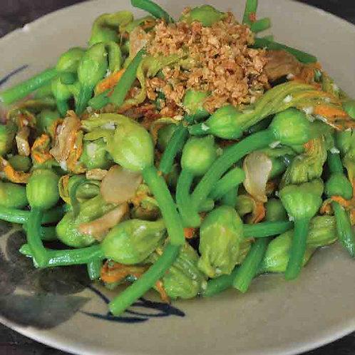 Bông bí xào tỏi/Stir fried pumpkin flower with garlic