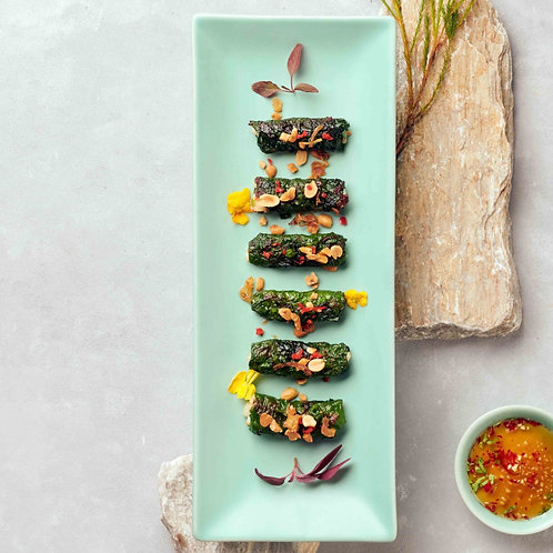 Tôm mực cuộn lá lốt/Grilled prawns and squids wrapped in betel leaves