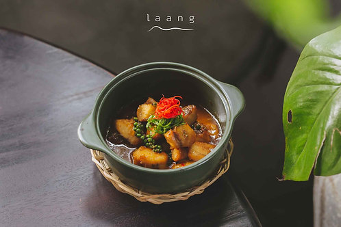 Cá phi lê kho tộ/Braised fish fillet with caramelized sauce in clay pot