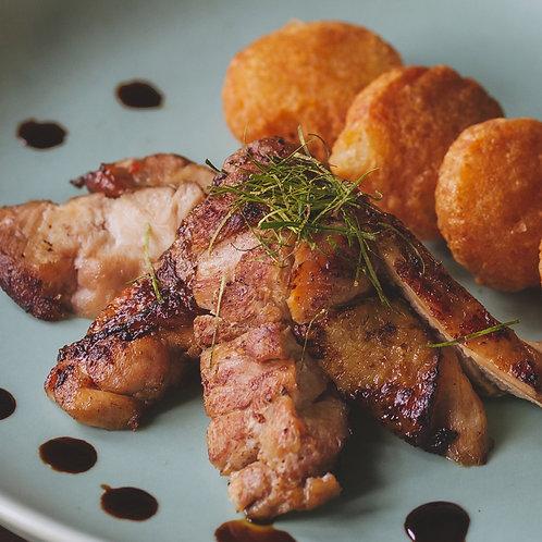 Gà đút lò kèm xôi chiên/Roasted chicken with crispy sticky rice