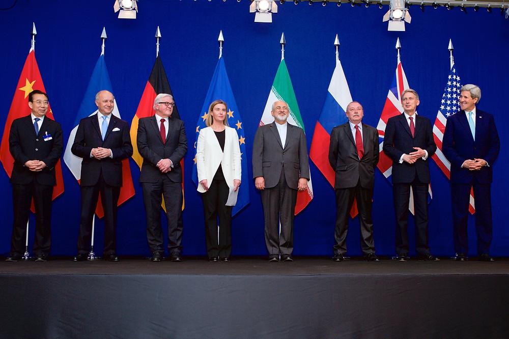 D'Aussenminister vun den 7 Länner an d'Chefin vun der EU-Aussenpolitik wéi se den Accord ënnerschriwwen hunn.