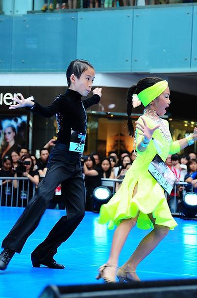 Hana and Tate Dance Floor 2015.jpg