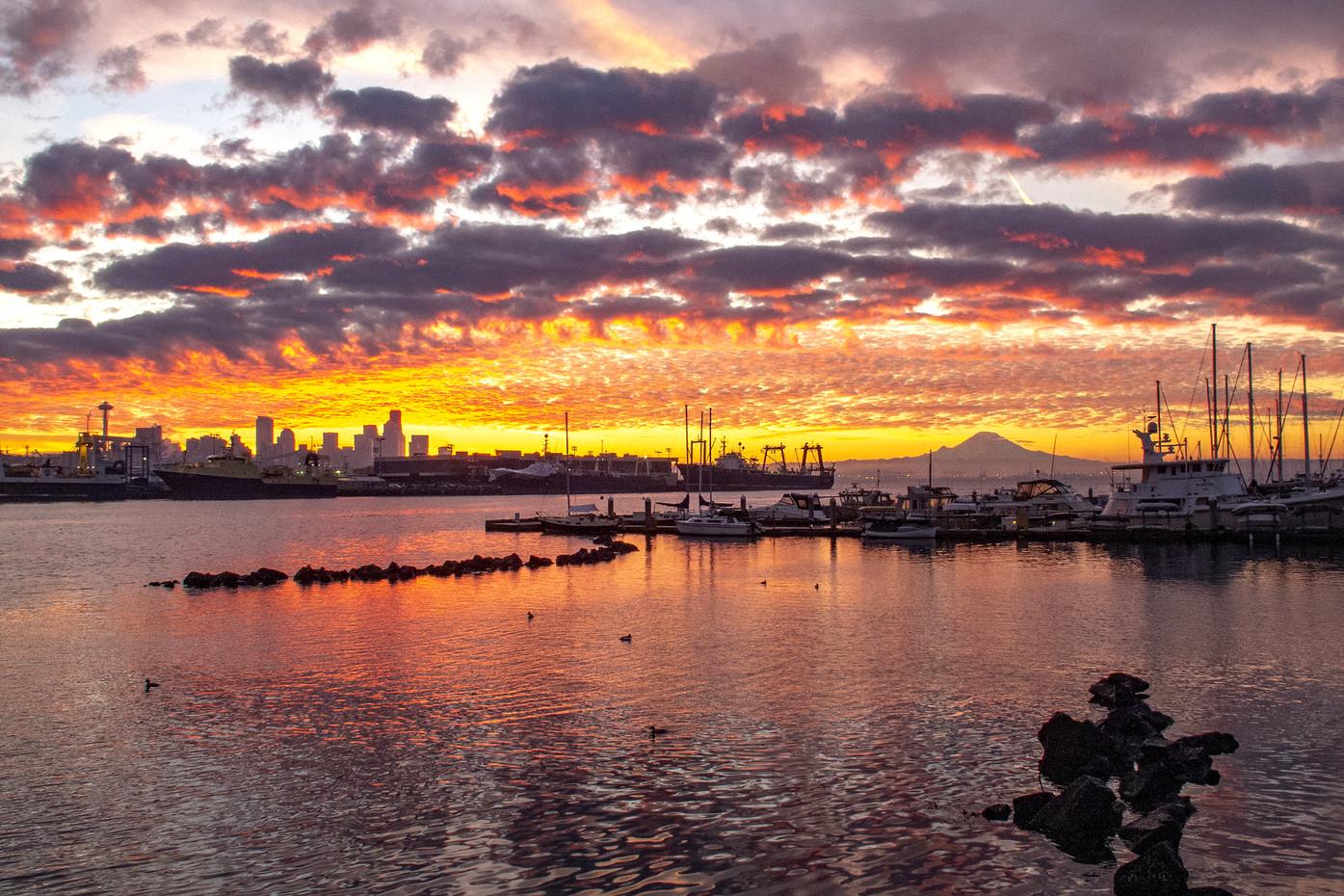 Seattle & Mt Renier at sunrise, USA