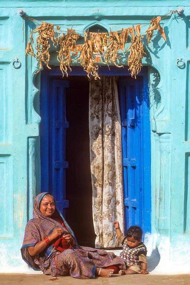 Mother & child in Chittaurgarh, India