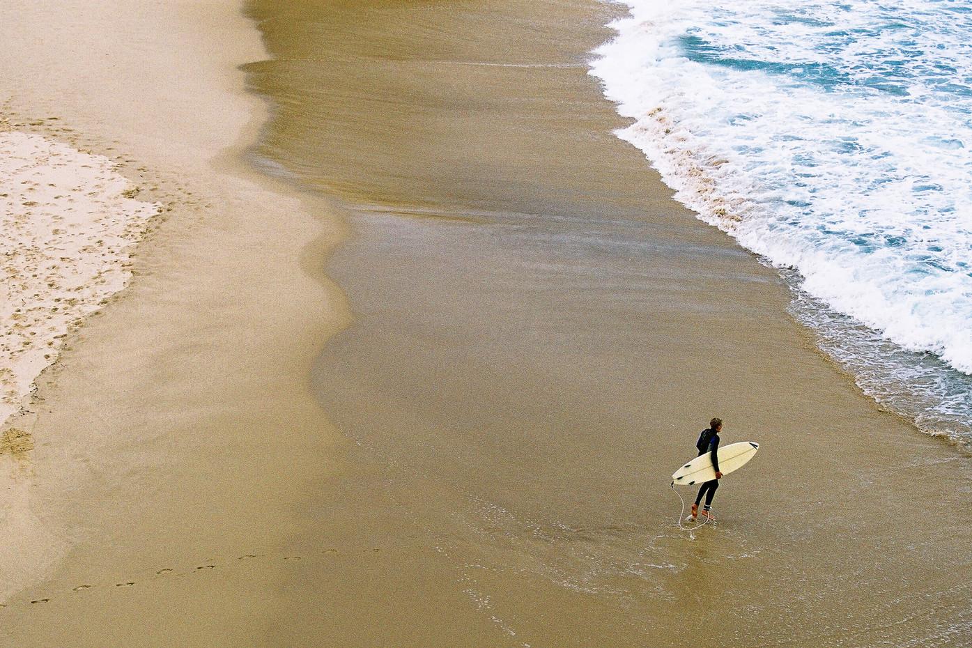 Surfer at Tamarama beach in Sydney, Australia