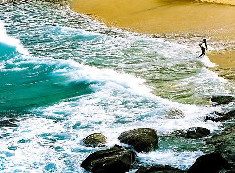 Surfer at Tamarama beach in Sydney, Aust