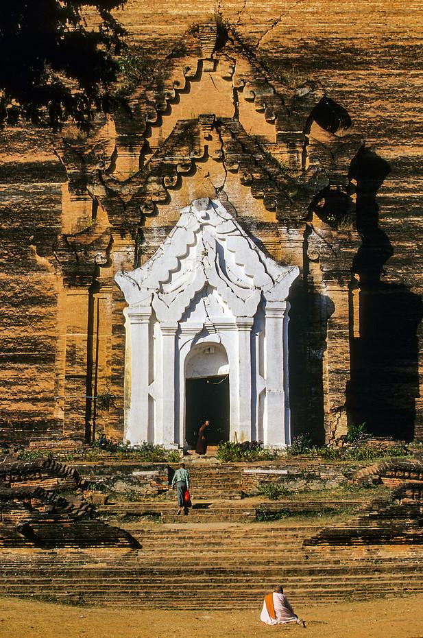 Mingun Pahtodawgyi pagoda in Mingun, Myanmar