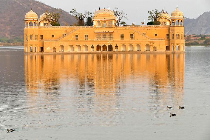 Jai Mahal Palace in Jaipur, India.jpg