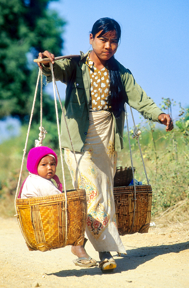 Mother & child in Bagan, Myanmar
