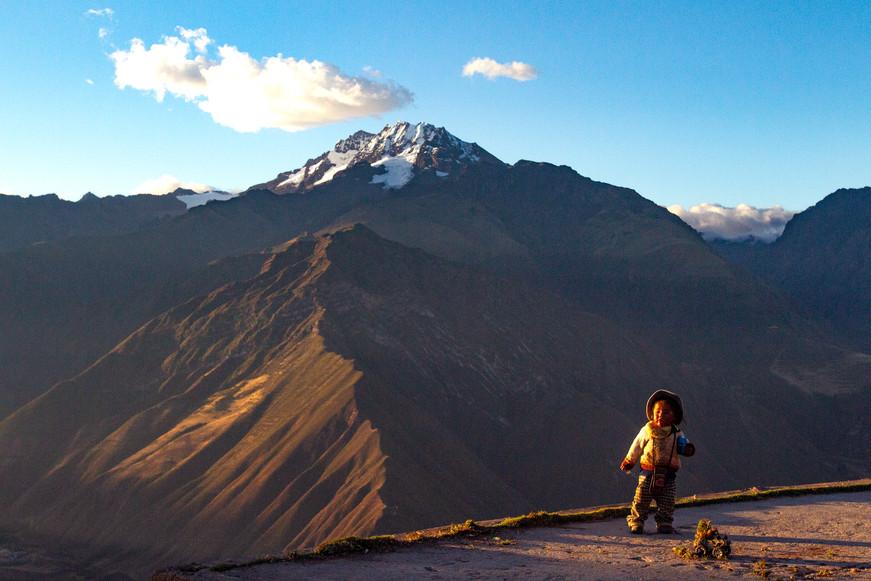 Andes & child, Peru