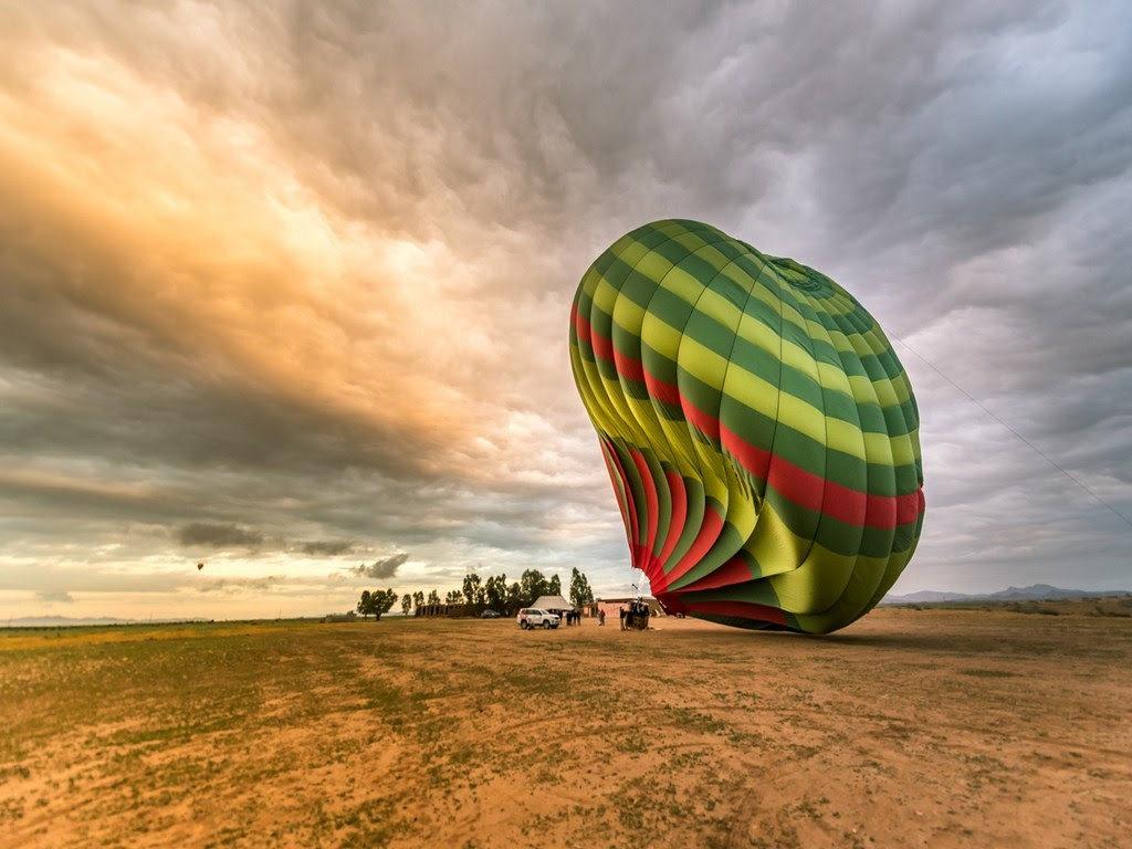 Mit dem Ballon durch den Sonnenaufgang