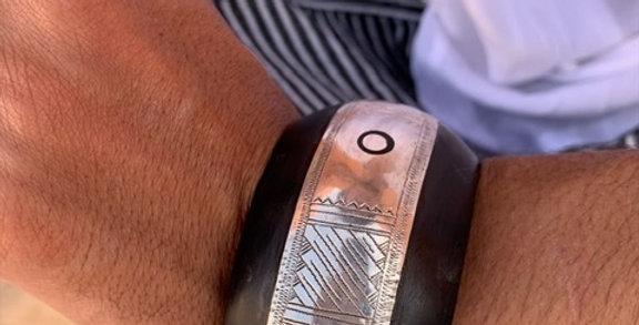 Armreif aus Ebenholz und 925-er Silber
