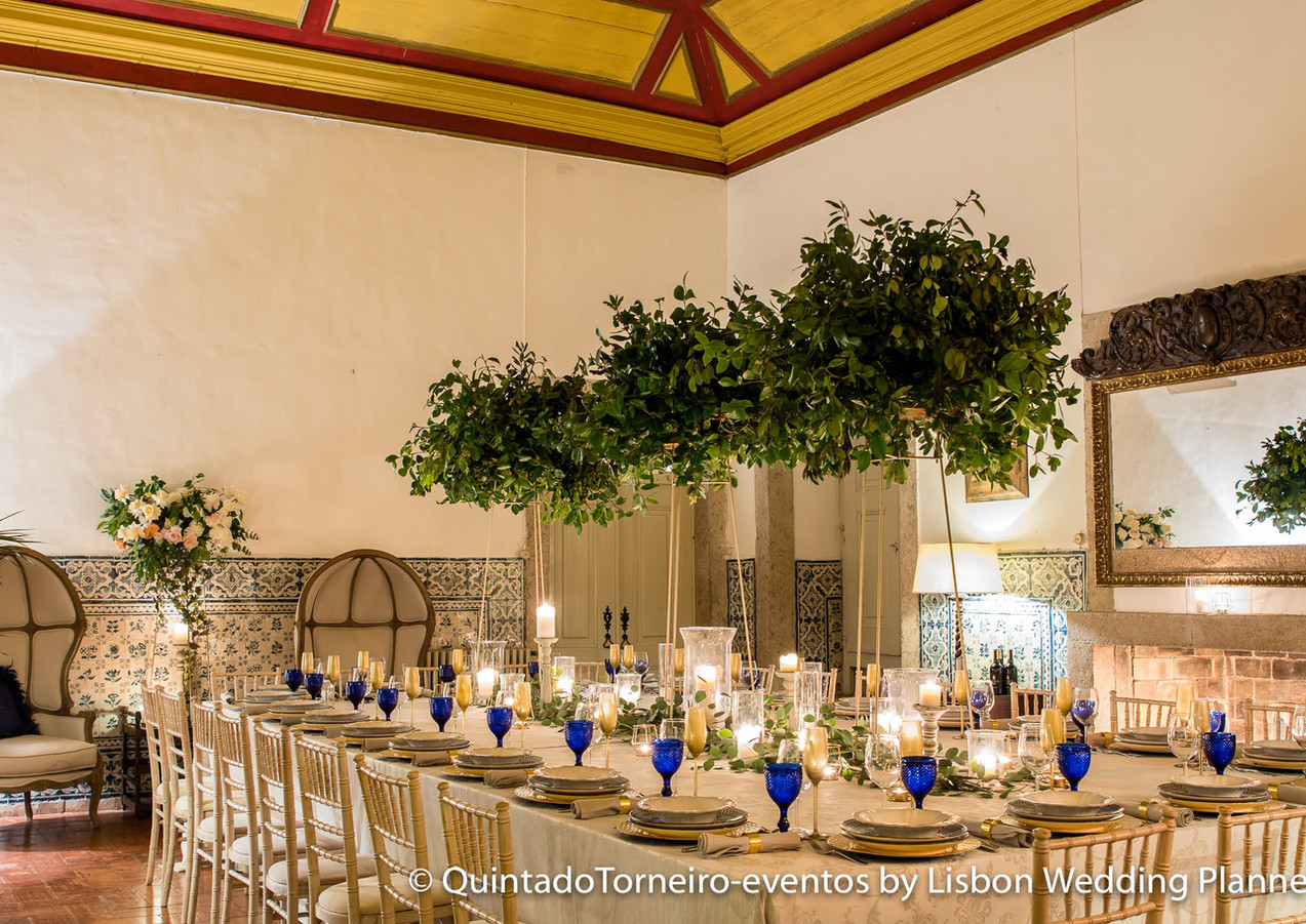 Blue wedding table at Quinta do Torneiro in Lisbon, Portugal
