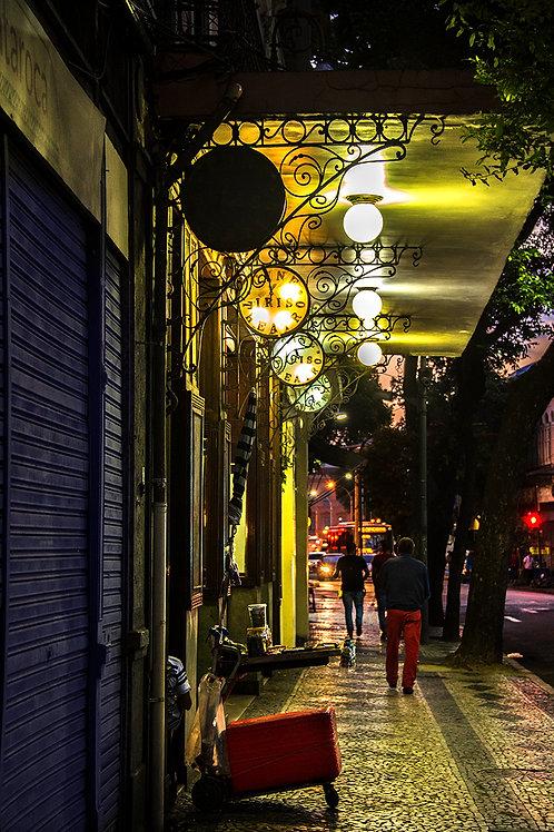 Rua da Carioca, cantoneiras de ferro e o Cine Iris