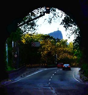 Saída do túnel Zuzu Angel