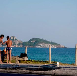 Meninos na Praia da Barra