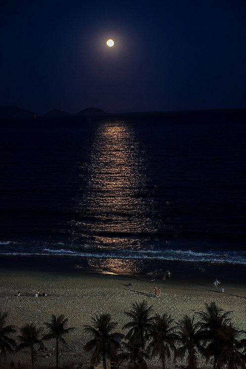 Luar sobre Copacabana