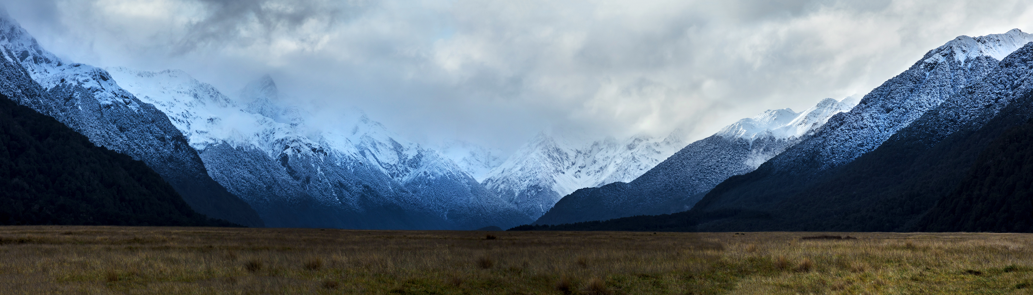 Frozen Earl and Livingston Mountains at Eglinton Valley