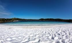 Lake McKenzie (No Tree)