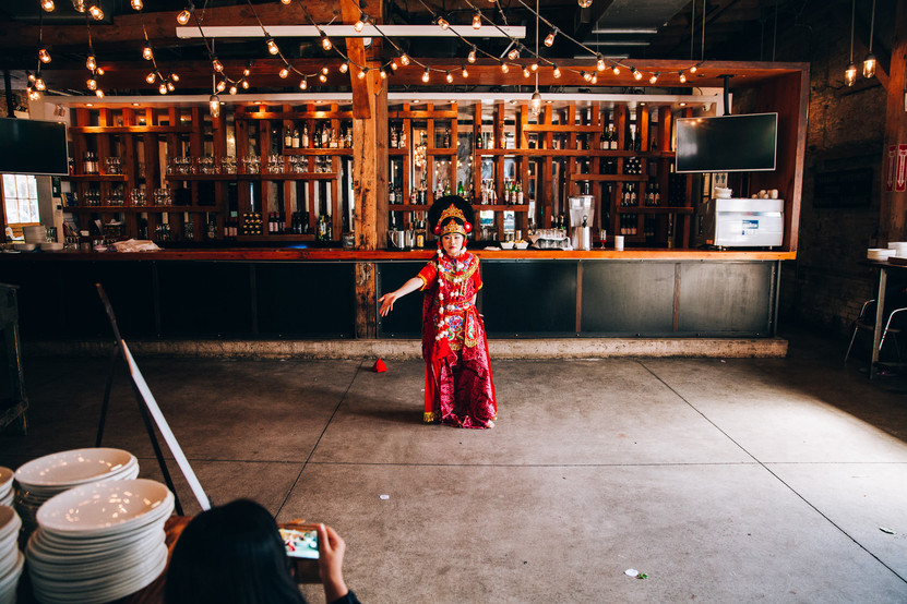 indonesian dancer at wedding