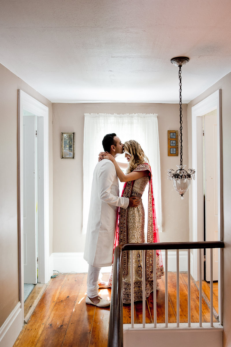 Who does documentary wedding photography in Toronto?