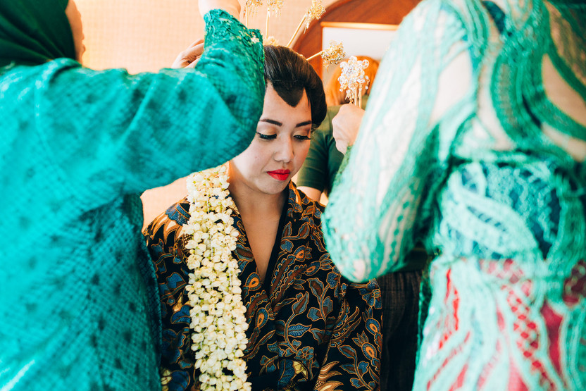 indonesian bride having her makeup done bfore the wedding