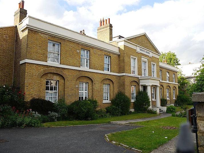 800px-Trinity_Homes,_Brixton,_May_2015_02.jpg