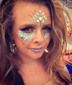 Festival Chick 💜 #the_painting_pixie #glitter #wirelessfestival #pixified #chunkyglitter #jewels #l