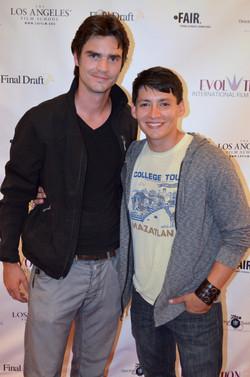 Actor Carlos Pratts (right)