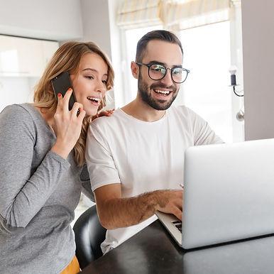 Echtpaar die de luxe van flexibele ondersteuning ervaren