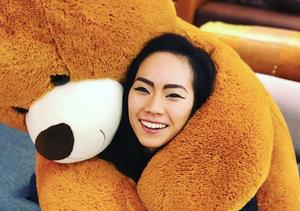 Misato Komatsubara being hugged by a giant teddy bear