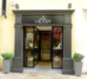 Le magasin de la bijouterie Lachize à Nîmes rue de la Madeleine, joaillier et créateur de bijoux.
