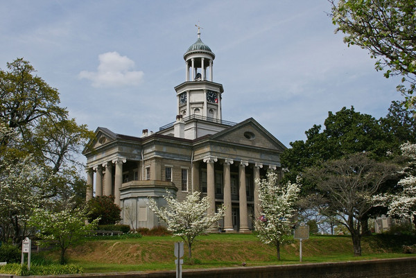 Old_Warren_County_Courthouse.jpg